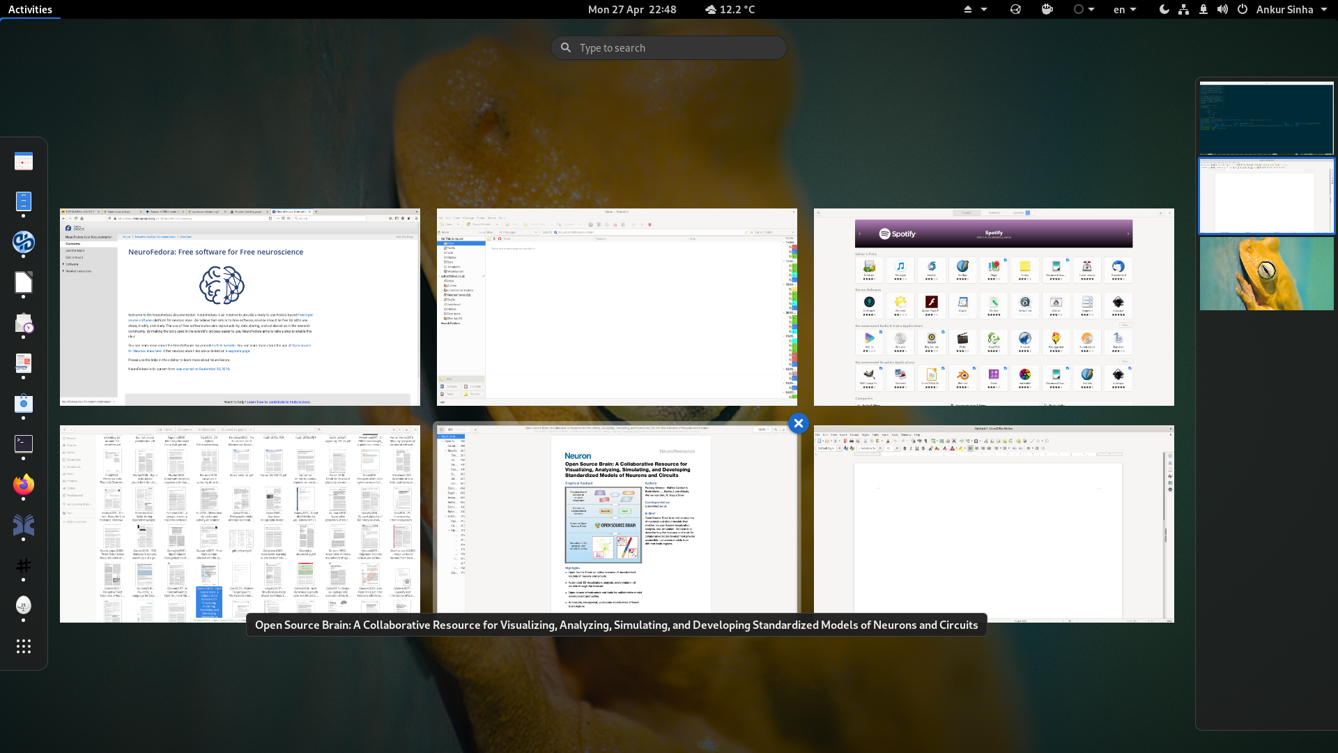 Screenshot of the GNOME desktop environment with applications.